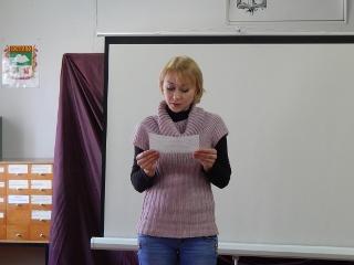 Якубская О.А., библиотекарь Пименовской библиотеки читает стихи кетовских авторов (320x240)